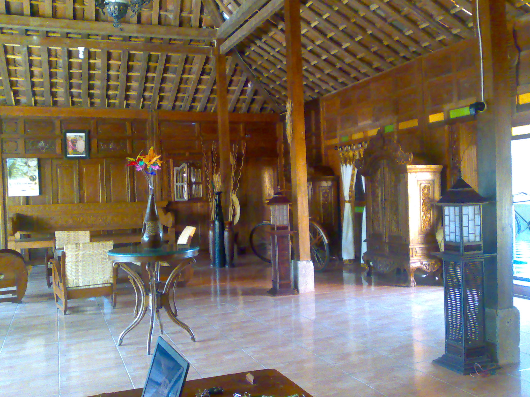 11 Oktober 2008 Puri Purboyo Laman 2